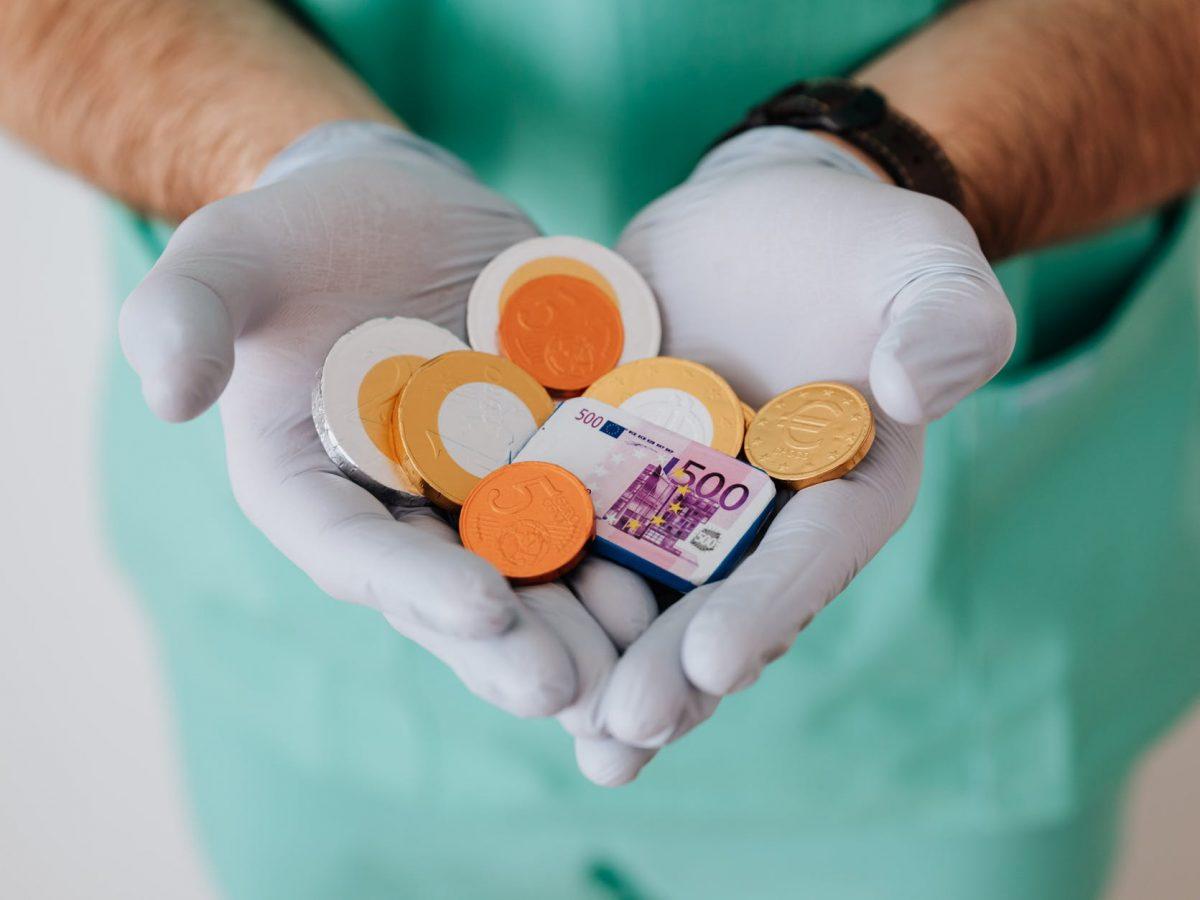 Beli asuransi kesehatan secara langsung atau online?